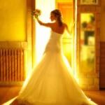 Luci gialle sposa durante la preparazione. Celli - Fotografo matrimonio Roma